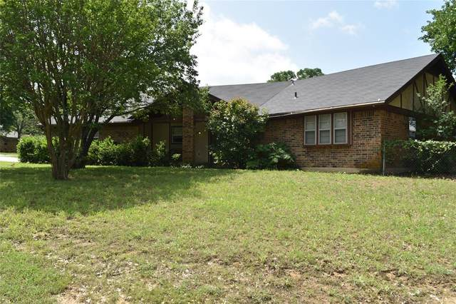 200 Mountain View Drive, Azle, TX 76020 (MLS #14348977) :: Hargrove Realty Group