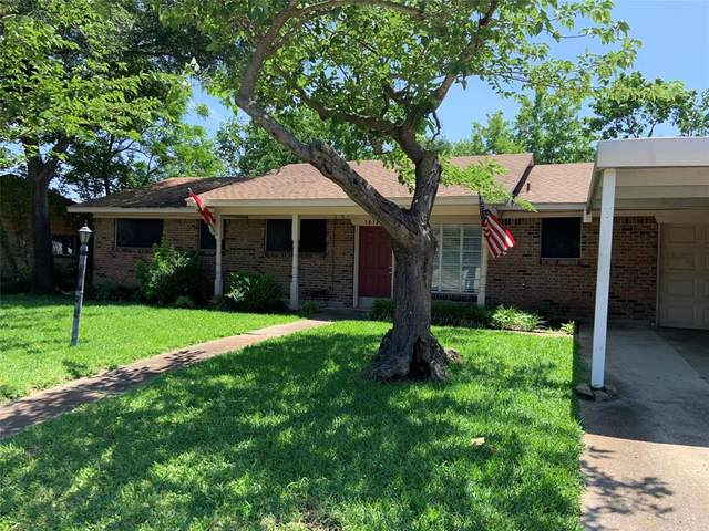 1418 Royal Drive, Kaufman, TX 75142 (MLS #14349499) :: Team Tiller