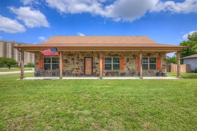 316 N Hampshire Street, Saginaw, TX 76179 (MLS #14349931) :: The Paula Jones Team | RE/MAX of Abilene