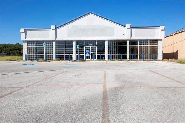 2920 S Cooper Street, Arlington, TX 76015 (MLS #14350056) :: The Hornburg Real Estate Group