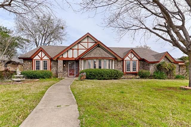 332 Mayfair Drive, Hurst, TX 76054 (MLS #14350358) :: Potts Realty Group