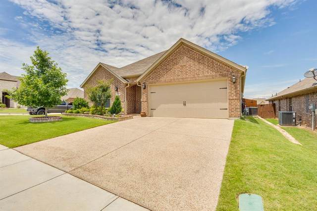 3001 Waterfall Drive, Fort Worth, TX 76177 (MLS #14350605) :: The Kimberly Davis Group