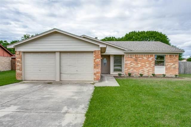 700 Fair Meadows Drive, Saginaw, TX 76179 (MLS #14351382) :: The Good Home Team