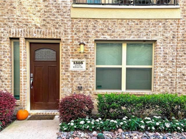 1306 Rancho Mirage Drive, Dallas, TX 75204 (MLS #14351568) :: Baldree Home Team