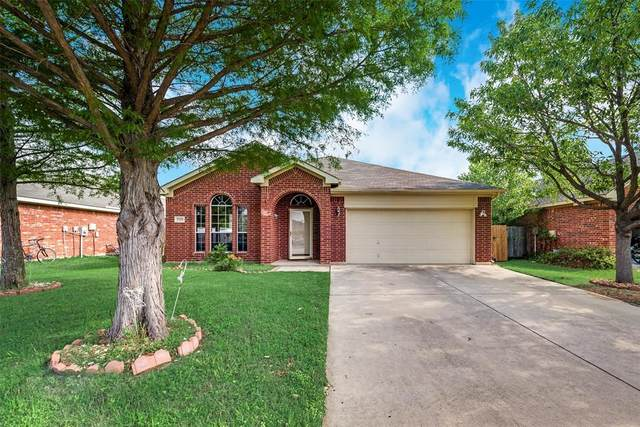 2729 Hilcroft Avenue, Denton, TX 76210 (MLS #14351570) :: The Rhodes Team