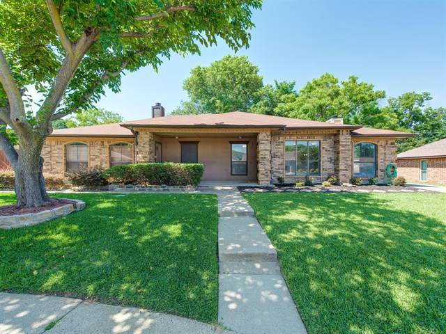 2309 Oakmont Drive, Bedford, TX 76022 (MLS #14351699) :: The Chad Smith Team