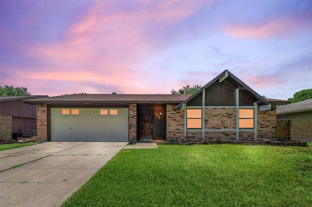 402 E Grenoble Drive, Grand Prairie, TX 75052 (MLS #14351731) :: The Good Home Team
