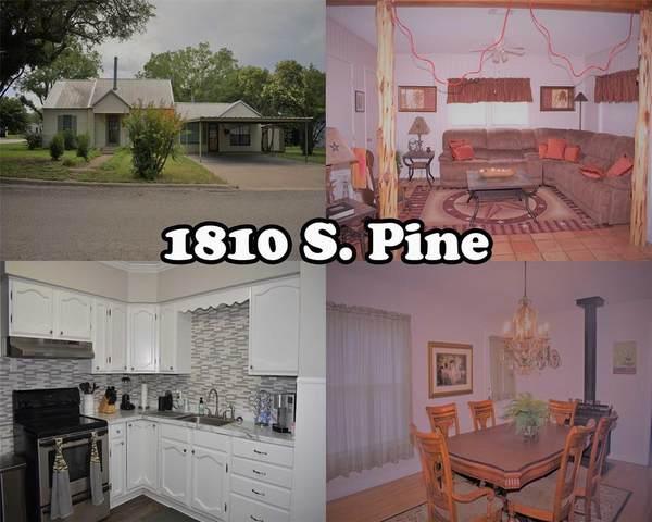 1810 S Pine Street, Brady, TX 76825 (MLS #14351919) :: Team Tiller