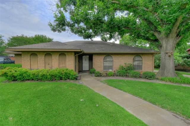 3817 Delmas Drive, Benbrook, TX 76116 (MLS #14351965) :: Tenesha Lusk Realty Group