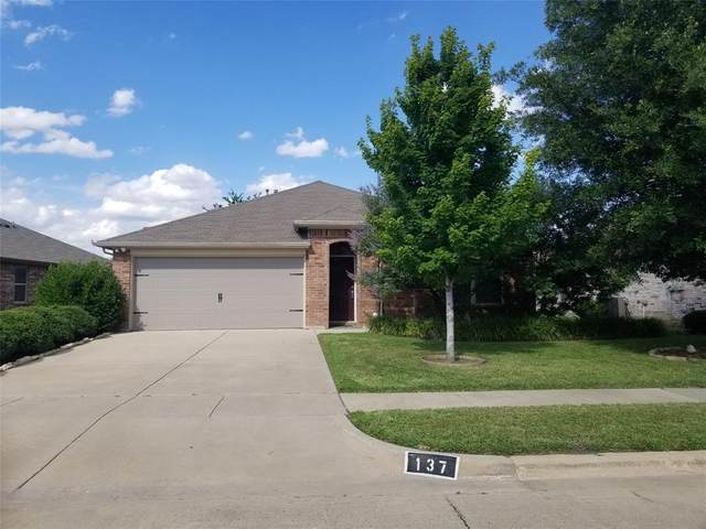137 Spring Hollow Drive, Saginaw, TX 76131 (MLS #14352140) :: All Cities USA Realty