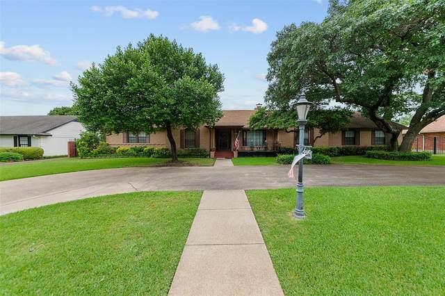 4326 Mendenhall Drive, Dallas, TX 75244 (MLS #14352223) :: The Kimberly Davis Group