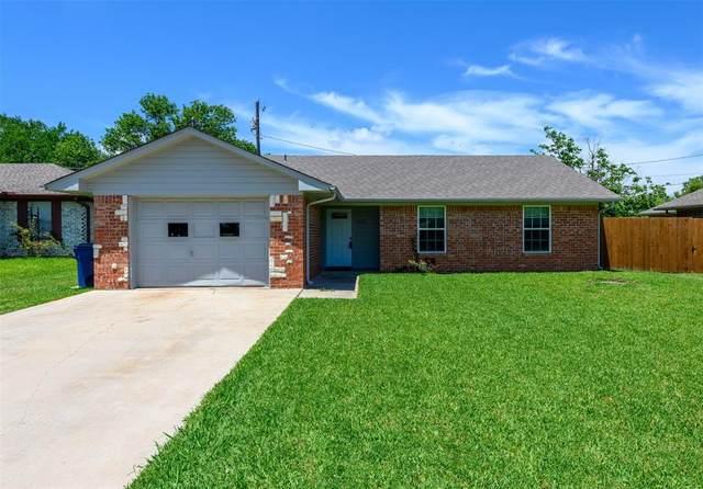 1605 Fairfield Circle, Sanger, TX 76266 (MLS #14352760) :: Team Hodnett