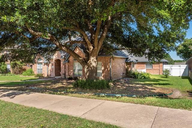 1721 Palomino Drive, Rowlett, TX 75088 (MLS #14353238) :: RE/MAX Landmark