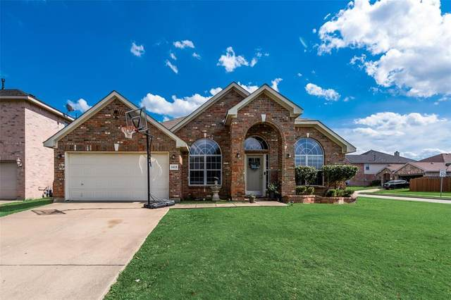2423 Lost Mesa, Grand Prairie, TX 75052 (MLS #14353454) :: Real Estate By Design