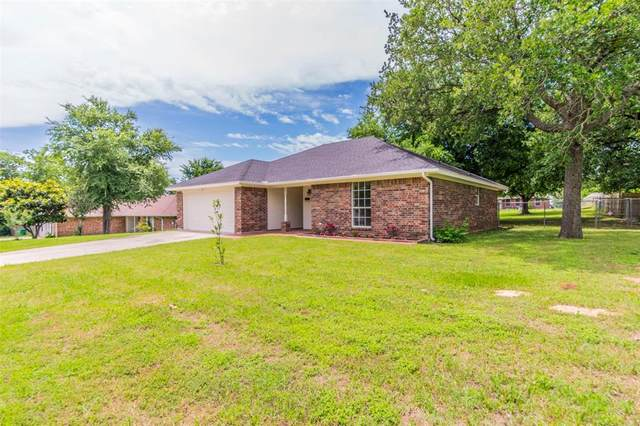 135 Overhill Drive, Springtown, TX 76082 (MLS #14353682) :: The Mauelshagen Group