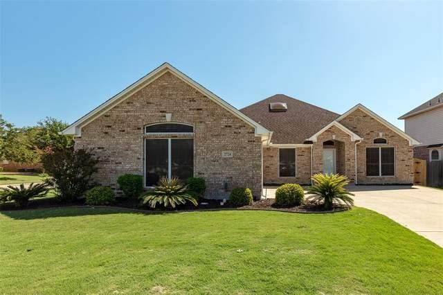 2724 Lake Country Drive, Grand Prairie, TX 75052 (MLS #14353775) :: The Rhodes Team