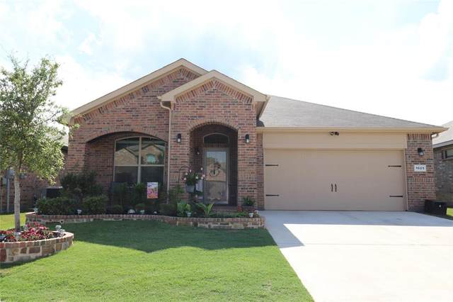 1025 Brownford Drive, Burleson, TX 76028 (MLS #14353841) :: The Daniel Team