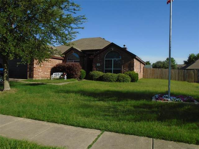 217 Stanley Drive, Aubrey, TX 76227 (MLS #14353940) :: Front Real Estate Co.