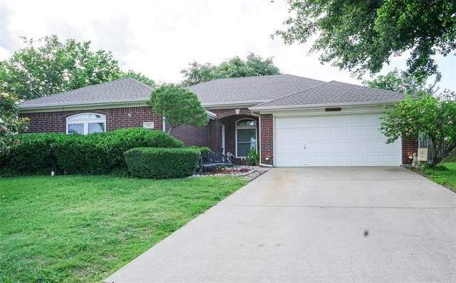 1605 Crestmeadow Lane, Mansfield, TX 76063 (MLS #14354052) :: The Kimberly Davis Group