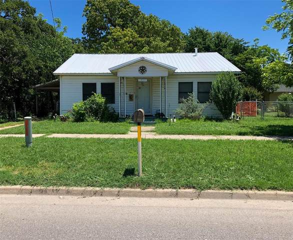 1808 N Oak Avenue, Mineral Wells, TX 76067 (MLS #14354083) :: Team Hodnett