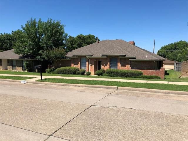 1839 Green Ridge Drive, Carrollton, TX 75007 (MLS #14354382) :: Century 21 Judge Fite Company
