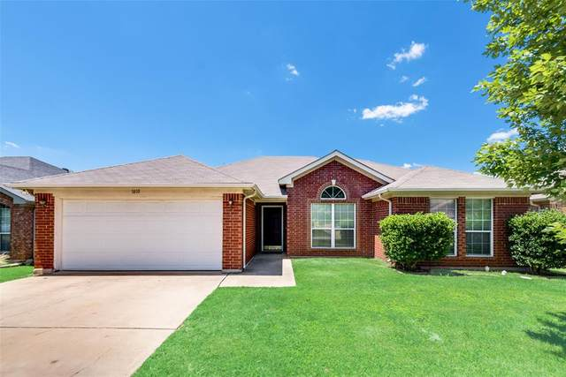 1810 Saint Nevis Drive, Mansfield, TX 76063 (MLS #14354627) :: All Cities USA Realty