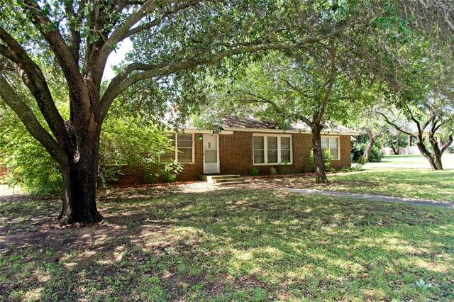 303 W Live Oak Street, Jacksboro, TX 76458 (MLS #14354639) :: Tenesha Lusk Realty Group