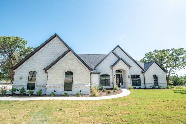 3005 Fossil Oaks Drive, Azle, TX 76020 (MLS #14354683) :: Ann Carr Real Estate