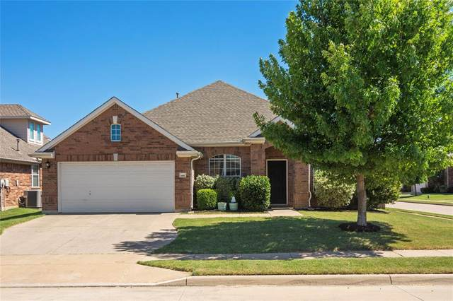 4000 Elmgreen Drive, Fort Worth, TX 76262 (MLS #14354791) :: NewHomePrograms.com LLC