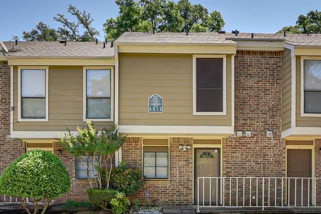 2121 Park Willow Lane A, Arlington, TX 76011 (MLS #14355372) :: Results Property Group