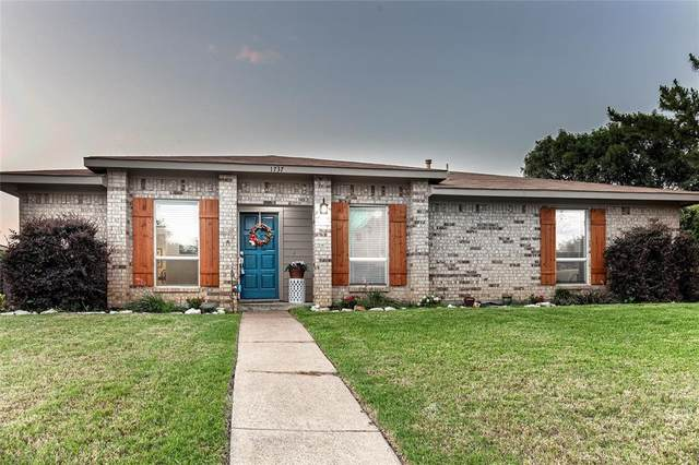 1737 Clarendon Drive, Lewisville, TX 75067 (MLS #14356050) :: The Good Home Team