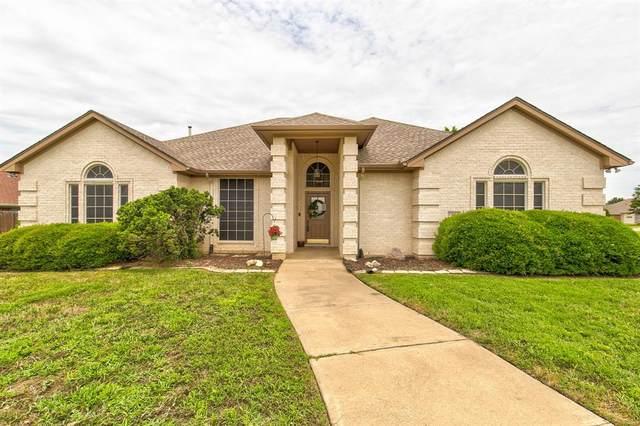 1413 Chaucer Drive, Cleburne, TX 76033 (MLS #14356812) :: Ann Carr Real Estate