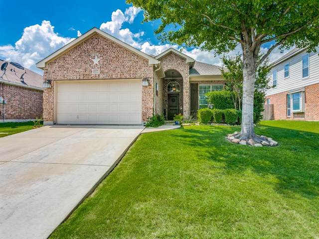 832 Pebblecreek Drive, Burleson, TX 76028 (MLS #14356956) :: All Cities USA Realty