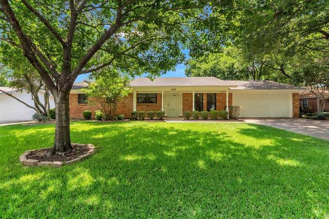 1017 W Creek Drive, Hurst, TX 76053 (MLS #14357051) :: The Mitchell Group