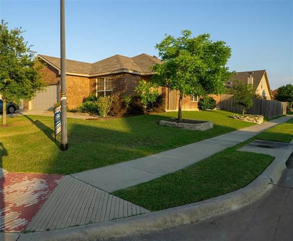 1618 Totem Pole Way, Krum, TX 76249 (MLS #14357643) :: Trinity Premier Properties