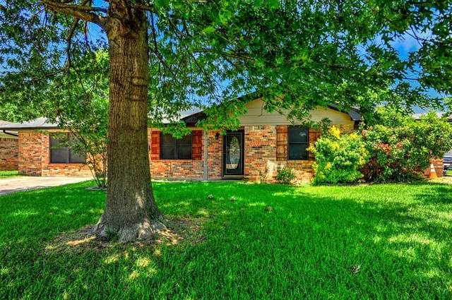 418 Hillside Drive, Gainesville, TX 76240 (MLS #14358352) :: Trinity Premier Properties