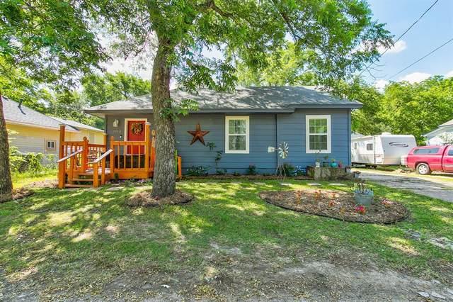1112 Alvarado Street, Cleburne, TX 76031 (MLS #14361060) :: The Chad Smith Team
