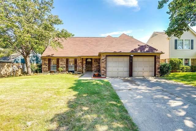 215 Wooddale Drive, Euless, TX 76039 (MLS #14361955) :: Team Tiller