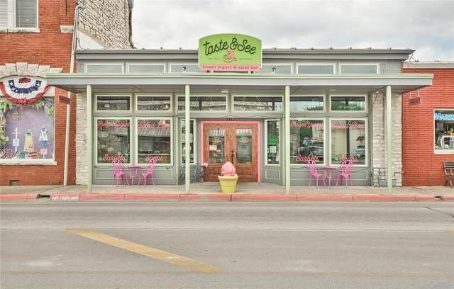 105 W Pearl Street, Granbury, TX 76048 (MLS #14362183) :: The Star Team | JP & Associates Realtors