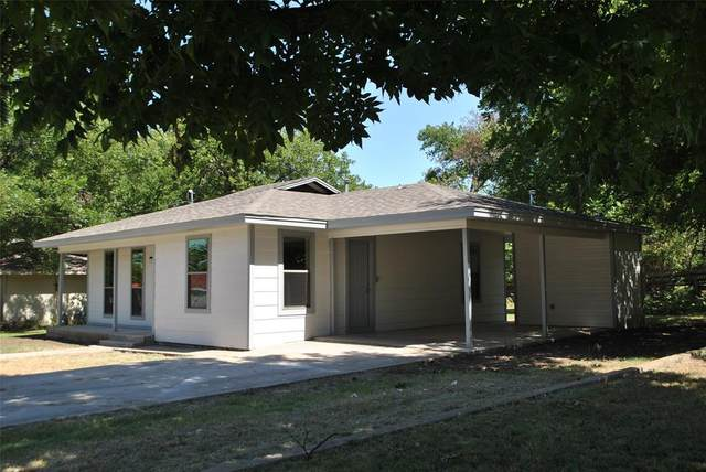 204 W Armstrong Avenue, Comanche, TX 76442 (MLS #14362631) :: Tenesha Lusk Realty Group