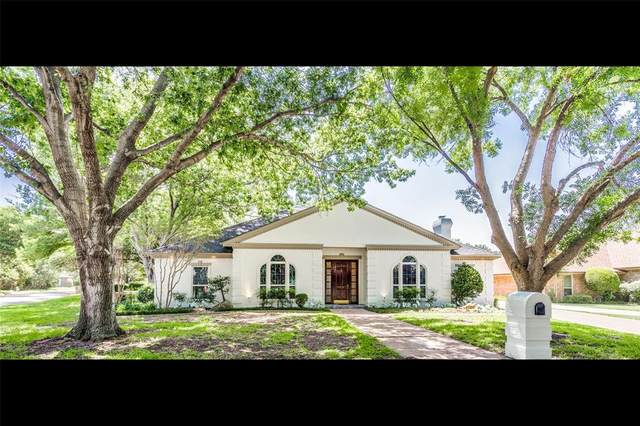 4212 Lake Breeze Drive, Benbrook, TX 76132 (MLS #14364636) :: Potts Realty Group