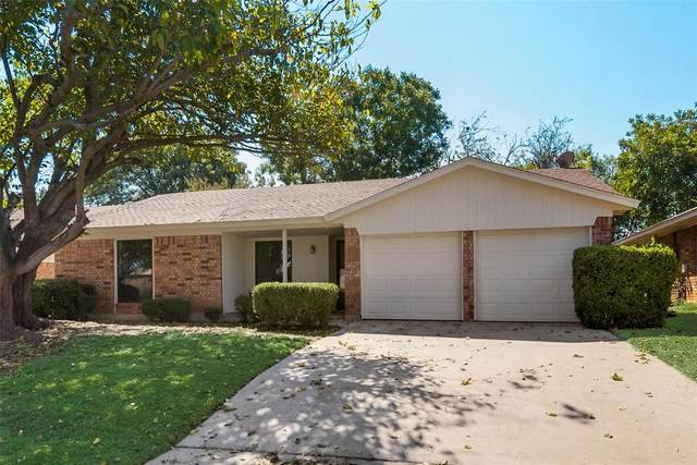 3825 Blue Grass Lane, Fort Worth, TX 76133 (MLS #14364926) :: Maegan Brest | Keller Williams Realty