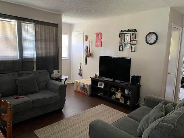 5620 Rickenbacker Place, Fort Worth, TX 76112 (MLS #14366091) :: Team Tiller