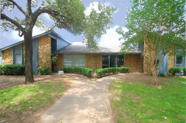 200 Hollyhill Lane, Denton, TX 76205 (MLS #14366933) :: The Chad Smith Team
