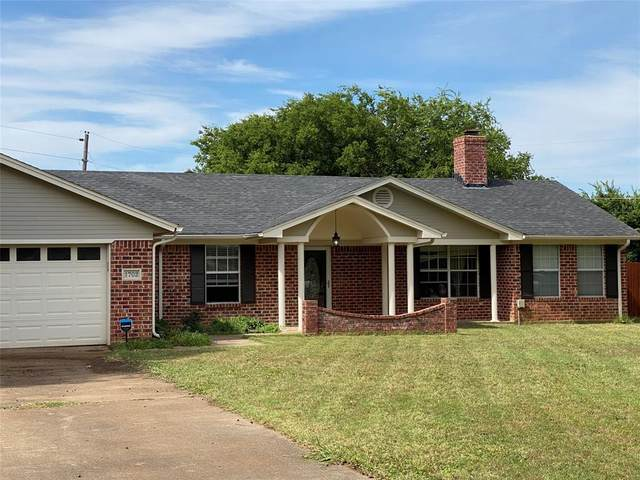 1702 Live Oak Drive, Cleburne, TX 76033 (MLS #14370904) :: The Rhodes Team