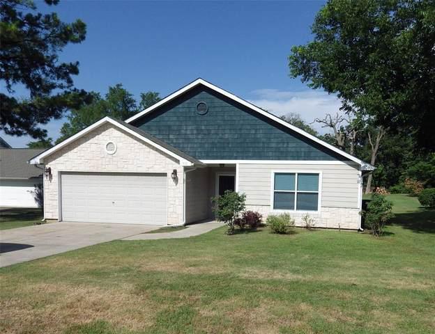 130 San Chez Drive, Lake Kiowa, TX 76240 (MLS #14371237) :: Team Tiller