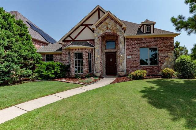 621 Forest View Court, Hurst, TX 76054 (MLS #14371398) :: Real Estate By Design