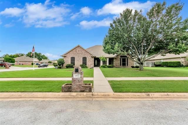 1001 Diane Street, Aubrey, TX 76227 (MLS #14371668) :: Frankie Arthur Real Estate