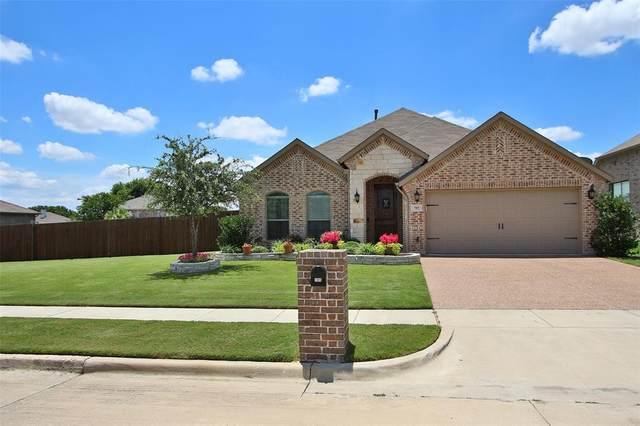 705 Seabourne Drive, Saginaw, TX 76179 (MLS #14371904) :: The Kimberly Davis Group