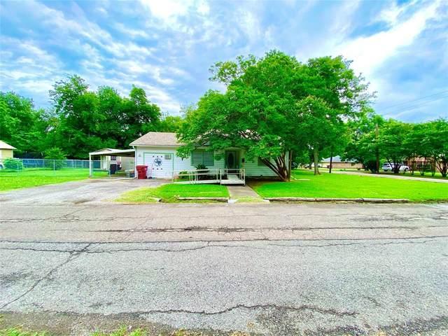 1100 Oak Street, Bonham, TX 75418 (MLS #14372066) :: Baldree Home Team